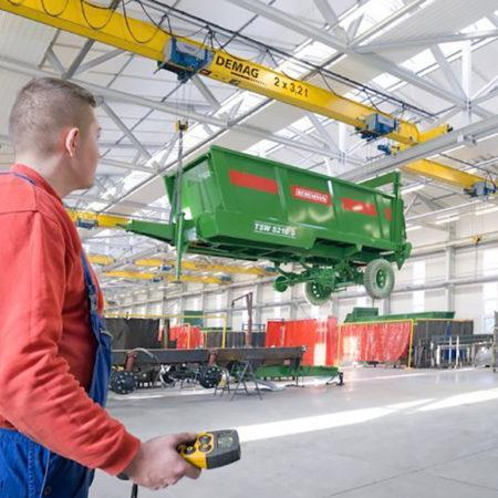 Рабочие, осуществляющие управление грузоподъёмными машинами и механизмами, управляемыми с пола с правом зацепки грузов