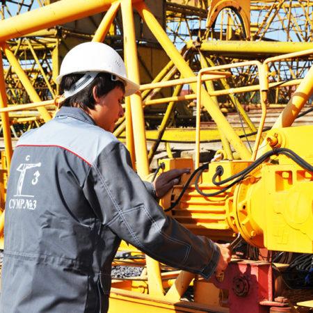 Рабочие основных профессий, выполняющие ремонт электрической части ГПМ